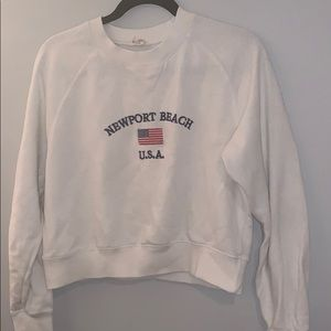 Brandy Melville white Newport sweatshirt cropped